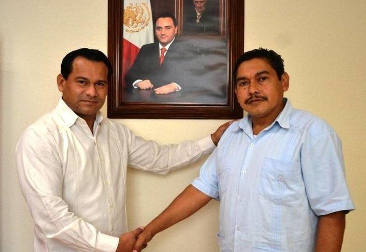 El procurador presentó a Freddy Castro Piña como nuevo director general de la PJE. (Redacción/SIPSE)