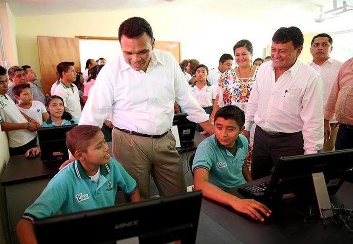 El gobernador Rolando Zapata Bello recorrió las nuevas instalaciones del Cobay en Becanchén, Tekax. (SIPSE)