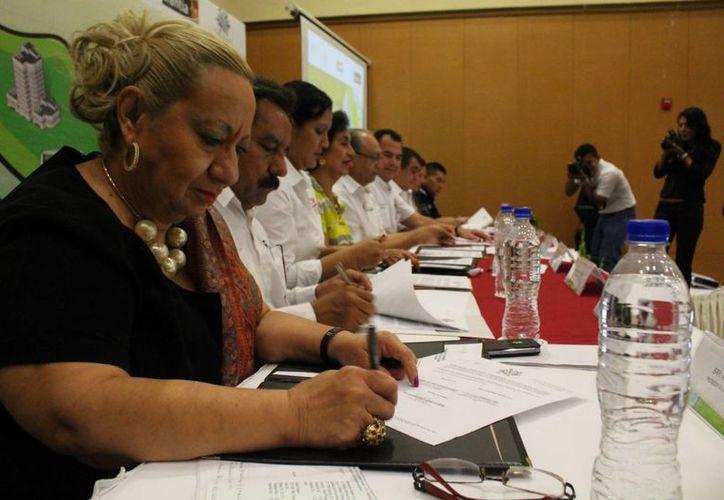 Treinta y tres empresas firmaron ayer el código de conducta nacional para prevenir la explotación infantil. (Adrián Barreto/SIPSE)