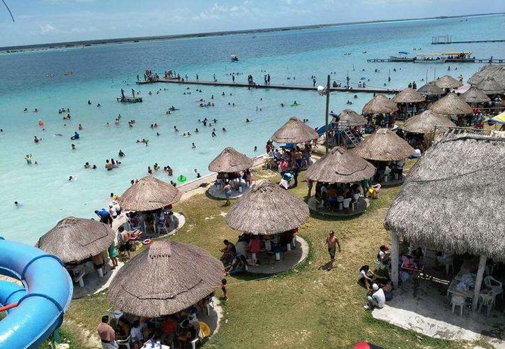 Autoridades analizan la posibilidad de incluir un faro entre los atractivos de Bacalar. (Javier Ortiz/SIPSE)