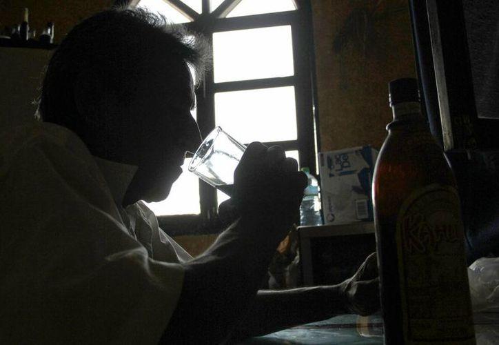 Algunos trabajadores pierden el empleo por consumo de alcohol. (Tomás Álvarez/SIPSE)