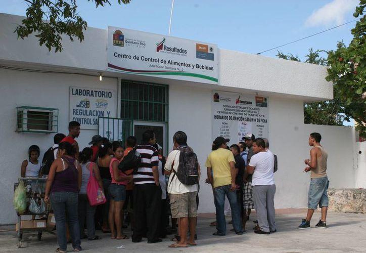 Los laboratorios tendrá la obligación de confirmar los casos. (Tomás Álvarez/SIPSE)
