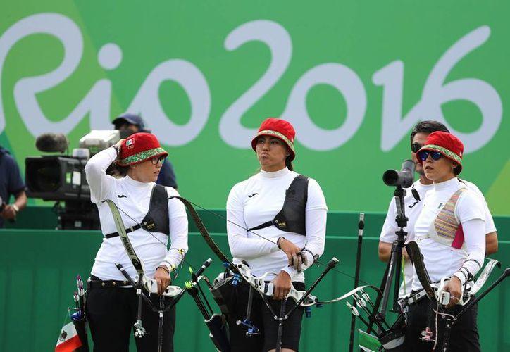 Las mexicanas fueron sorprendidas y se quedaron sin posibilidad de medalla en tiro con arco grupal. (Notimex)