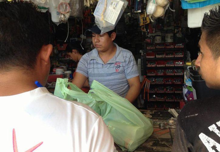 Durante 2015 se abrieron 4.3 negocios al día en el municipio de Solidaridad. (Adrián Barreto/SIPSE)