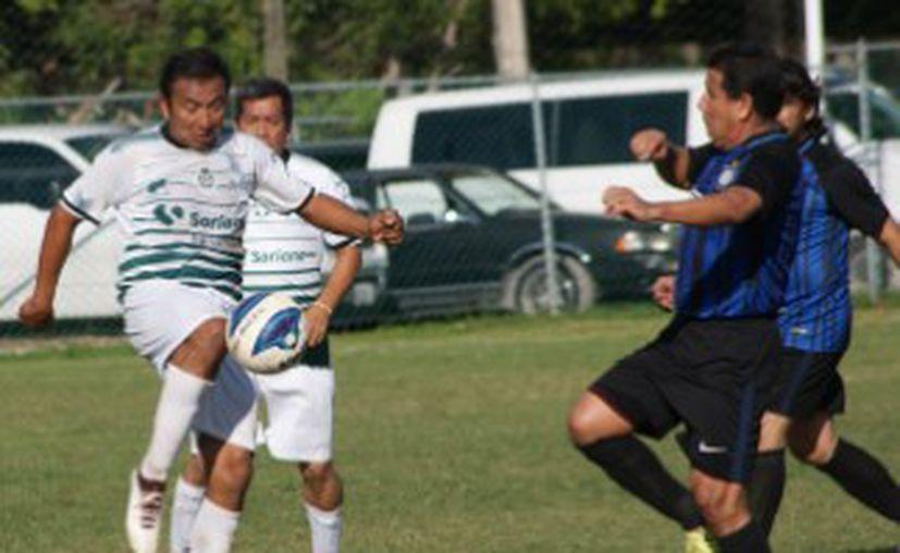 El Torneo Apertura 2018 de la Liga Municipal de Futbol de Veteranos de Cancún, en su categoría Máster, inicia este fin de semana. (Ángel Villegas/SIPSE)