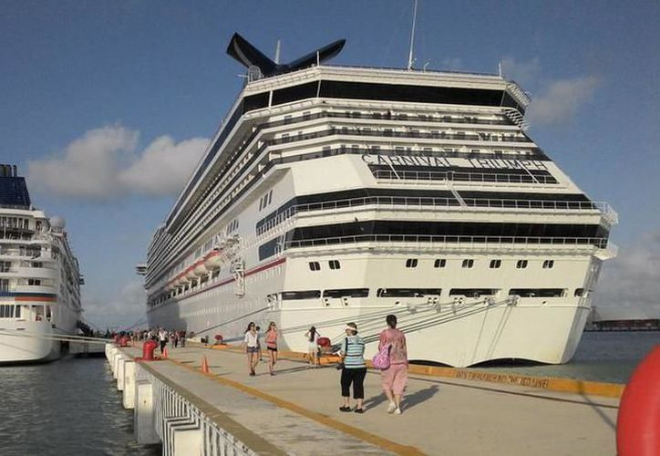 """La llegada del """"Carnival Triumph"""", con más de 3 mil pasajeros llego ayer a Progreso.(Foto:Novedades Yucatán)"""
