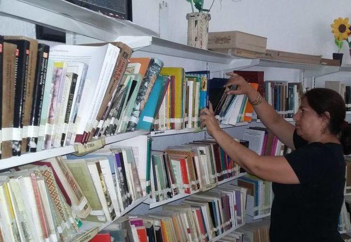 Este 23 de abril la biblioteca Leona Vicario realizará actividades para acercar la literatura a los estudiantes. (Daniel Pacheco/SIPSE)