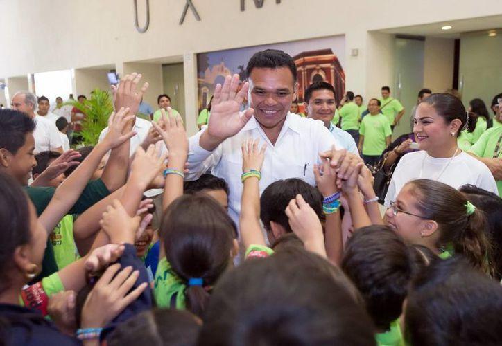 Zapata Bello acudió ayer a la elección  la Red de Niñas, Niños y Adolescentes Difusores de sus Derechos, en el Centro de Convenciones Siglo XXI. (SIPSE)