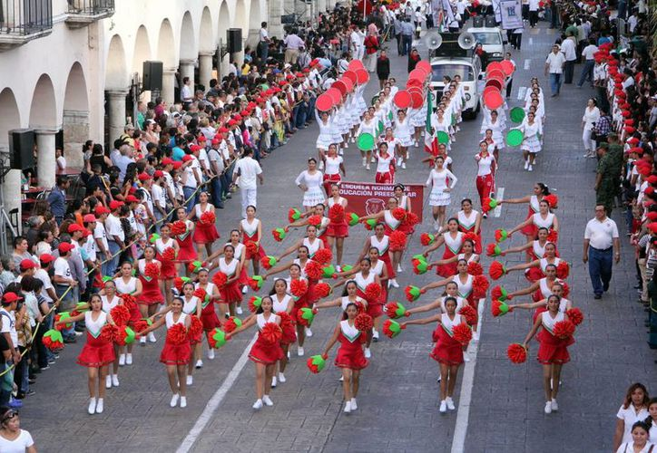 Autoridades y estudiantes se preparan para el desfile alusivo a la Revolución Mexicana, el cual se realizará en Mérida el viernes 20 de noviembre. (SIPSE)