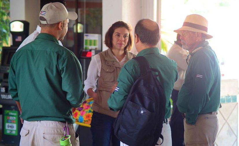 Los representantes de Cuba visitaron a las autoridades de la Isla de las Golondrinas. (Gustavo Villegas/SIPSE)