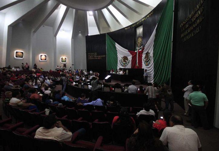 En los próximos días se revisará el tema de la reingeniería administrativa del Congreso. (Harold Alcocer/SIPSE)