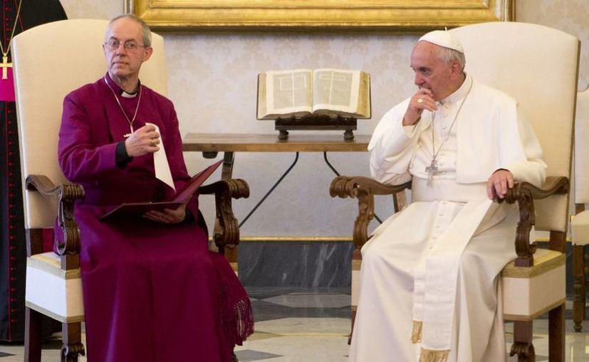 Francisco y Justin Welby charlaron, oraron y almorzaron juntos en el Vaticano. (Agencias)