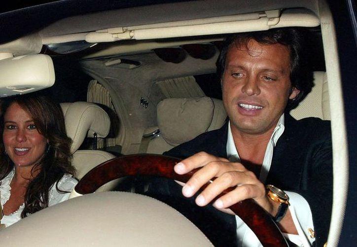 La relación de dos años entre Luis Miguel y Myrka Dellanos fue en el año 2003. (Quién)