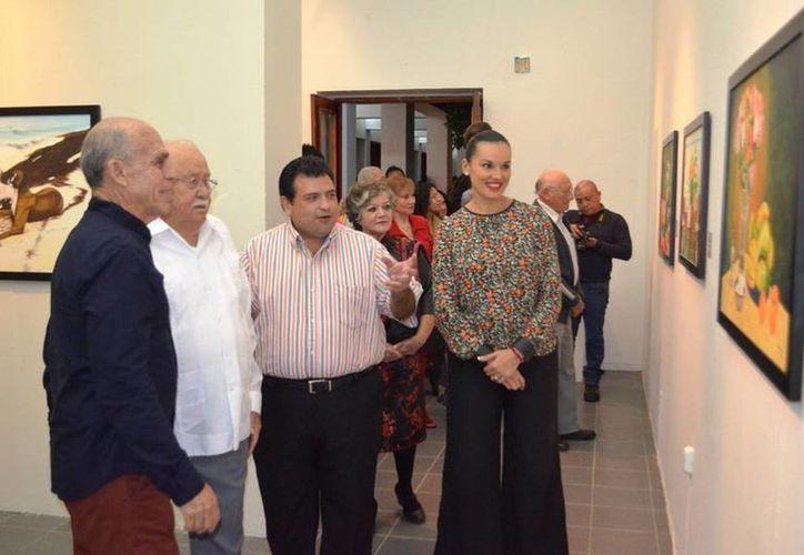 Estudiantes y turistas visitan la obra de arte en el museo. (Redacción/SIPSE)