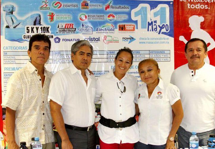En la conferencia de prensa estuvieron Eduardo Rodríguez, Víctor Rosas, Raquel Córdova, Carmen Sánchez y Roque Arjona.  (Francisco Gálvez/SIPSE)