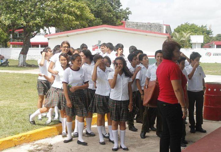 En total hay 200 docentes capacitados para detectar los problemas en adolescentes. (Harold Alcocer/SIPSE)