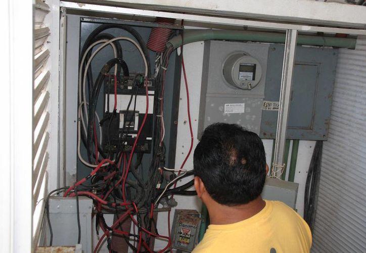 El sistema eléctrico está a cargo de la Dirección de Servicios Públicos. (Julián Miranda/SIPSE)
