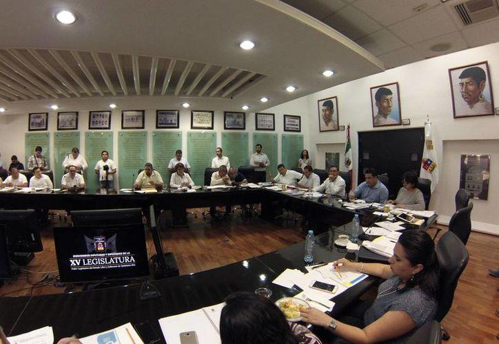Los legisladores también tocaron temas sobre los recursos para el turismo, salud y la digitalización del sistema quintanarroense. (Foto: Eddy Bonilla)