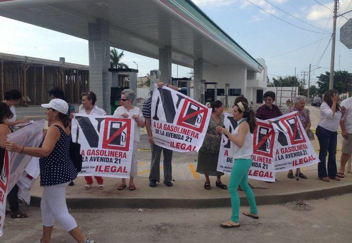 Vecinos de la colonia México se mantienen firmes en su oposición a una gasolinera en la avenida Díaz Bolio. (Sergio Grosjean/SIPSE)
