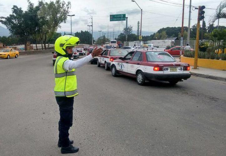 La policía implementó un operativo vial para evitar conflictos por los cierres provocados por la CNTE. (twitter/@Policia_GobOax)
