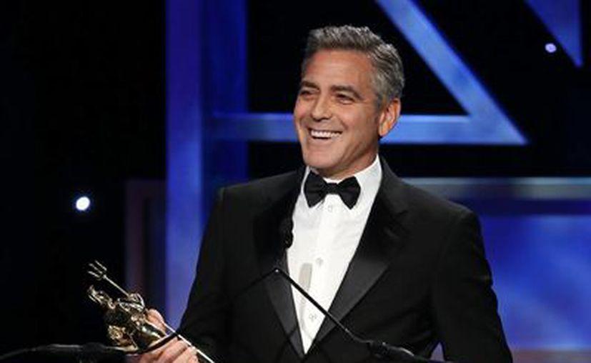 George Clooney acepta el premio Stanley Kubrick por exelencia en películas en la ceremonia de Premio Britannia. (Agencias)