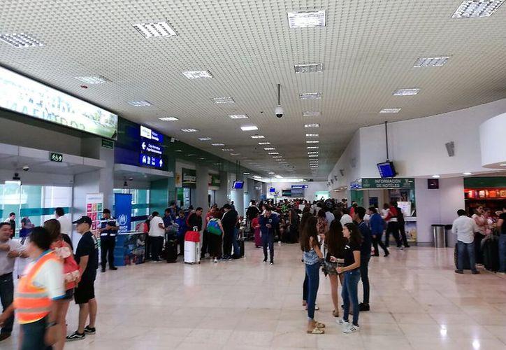 Reportan gran movimiento en la terminal aeroportuaria en este periodo vacacional. (Foto: Milenio Novedades)