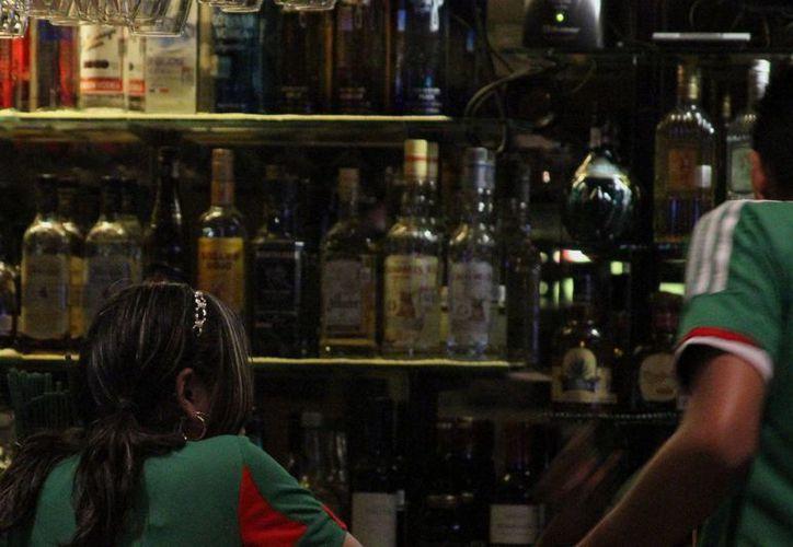 Evitarán la venta de licor adulterado en los negocios. (Sergio Orozco/SIPSE)