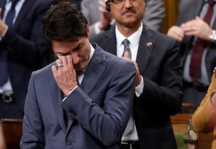 Justin Trudreau se disculpó en nombre del gobierno, por años de discriminación a miembros de la comunidad LGBTQ. (Foto: Reuters)