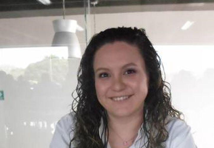 Gabriela González, asistente de Recursos Humanos, recluta personal en la zona por su potencial. (Yesenia Barradas/SIPSE)