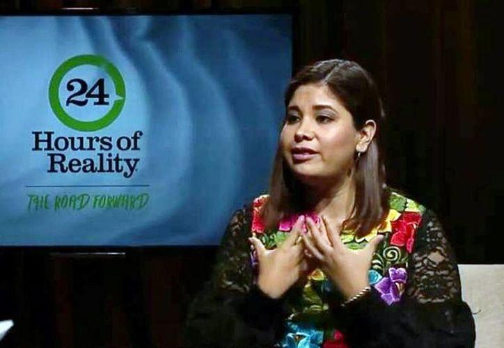 La ambientalista yucateca, Nayelli Hernández Crespo, formó parte de los expertos y activistas seleccionados para formar parte de una jornada completa de trasmisión mundial a través de internet encabezada por Al Gore. (Milenio Novedades)