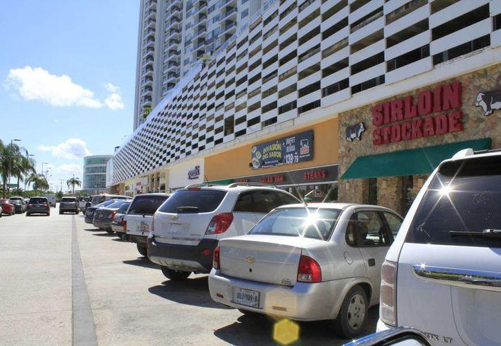 El plan de seguridad coordinado para los centros comerciales, incluye que los locatarios reporten a las personas sospechosas. (Sergio Orozco/SIPSE)