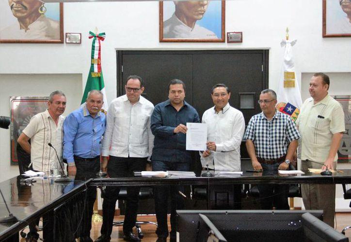 Juan Vergara Fernández, secretario de Finanzas y Planeación, hizo llegar al Congreso el paquete de iniciativas del ejecutivo de Q. Roo. (Carlos Horta/SIPSE)