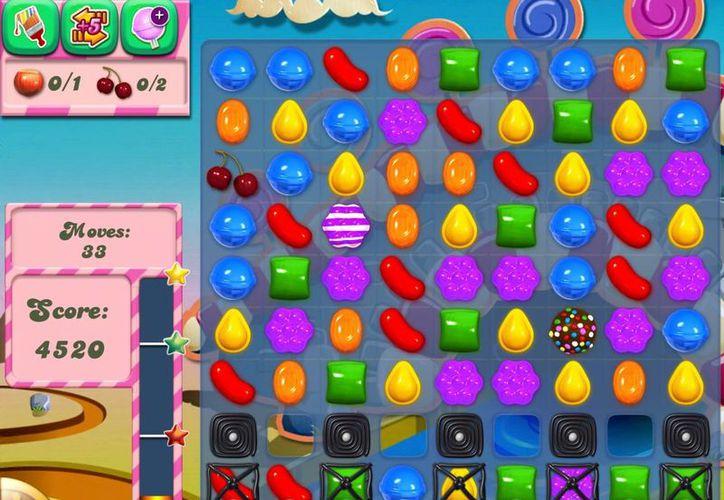 Juntar caramelos y gelatinas del mismo color, la dinámica del juego (Candy Crush Saga)