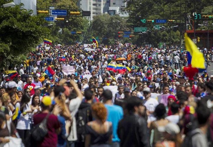Jóvenes protestaron este 14 de febrero en el municipio de Chacao en la zona metropolitana de Caracas, Venezuela. (EFE)