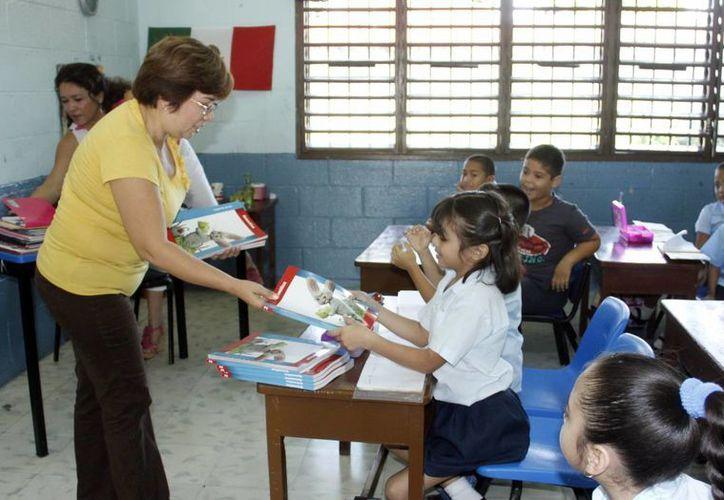 Los incentivos a los profesores se unen a los recursos que se han aplicado al sector educativo. (Juan Albornoz/SIPSE)