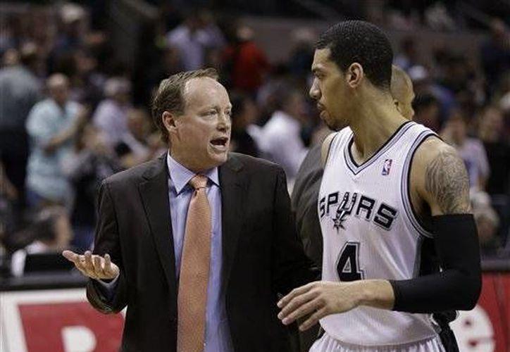 Apenas fue arrestado, Budenholzer se comunicó con el gerente de los Hawks. (brownsvilleherald.com)