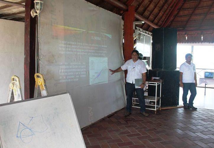 Los Productores forestales y comisarios ejidales recibieron la capacitación sobre el uso de estas tecnologías. (Edgardo Rodríguez/SIPSE)