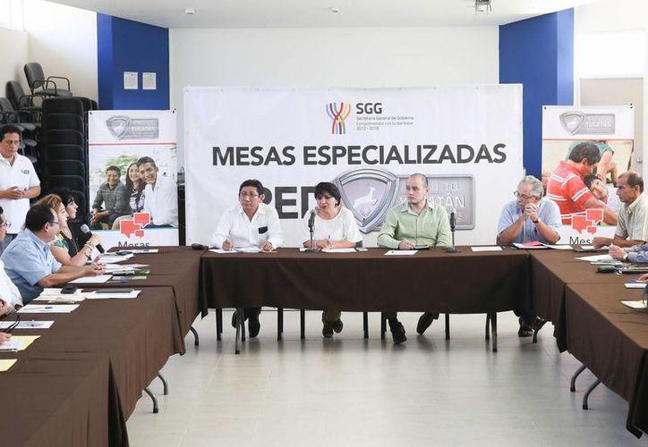 Este viernes se llevó a cabo la Tercera mesa especializada de la Red Escudo Yucatán en la Facultad de Derecho de la Uady. (Foto cortesía del Gobierno estatal)