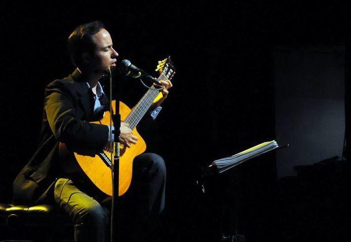 La canción contemporánea y la trova están presentes en el sonido y letra de Andrés Tinoco. (Milenio Novedades)