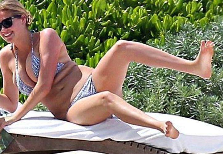 La joven modelo, se encuentra en Cancún y luce un sensual bikini. (Foto/Dayli Mail)