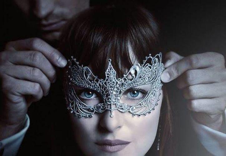 Dakota Johnson y Jamie Dornan volverán a trabajar juntos en la secuela de 'Cincuenta Sombras de Grey'. (Facebook)