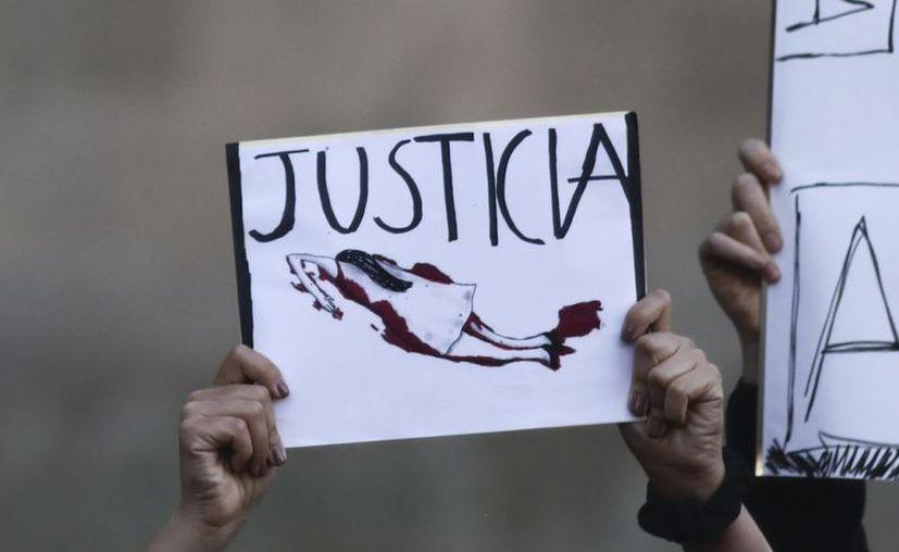 Piden a las mujeres que el próximo 9 de marzo no salgan a las calles, como una forma de protesta contra los feminicidios en el país. (AP)