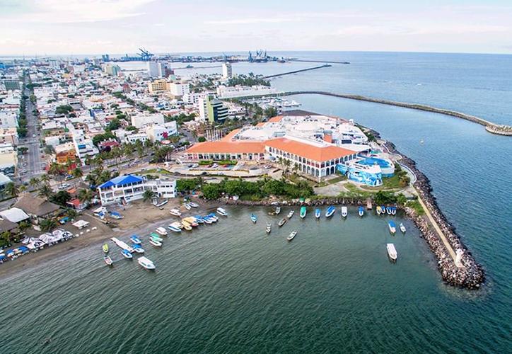 Cada año, más de un millón de personas visitan el Acuario de Veracruz. (Foto: Twitter)