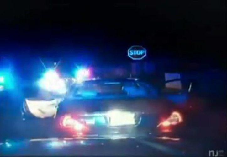 Con este nuevo caso de abuso policial, registrado el pasado mes de diciembre, se incrementa la tensión racial en los Estados Unidos. (Captura de pantalla/YouTube)