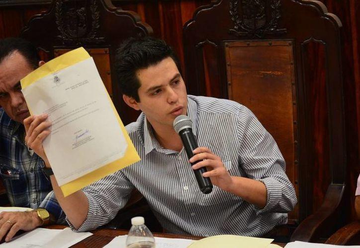 El regidor Luis Castillo López dijo que aunque es integrante de la Comisión de Desarrollo Económico, no recibió información del viaje del alcalde de Mérida a Los Ángeles, California. (SIPSE)