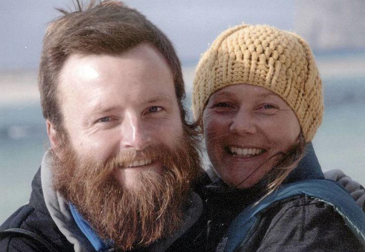 La pareja formada por Peter Root y Mary Thompson, ambos de 34 años, dejaron Inglatarrera en 2011 y habían recorrido ya  Europa, Medio Oriente, Asia Central y China. (Agencias)