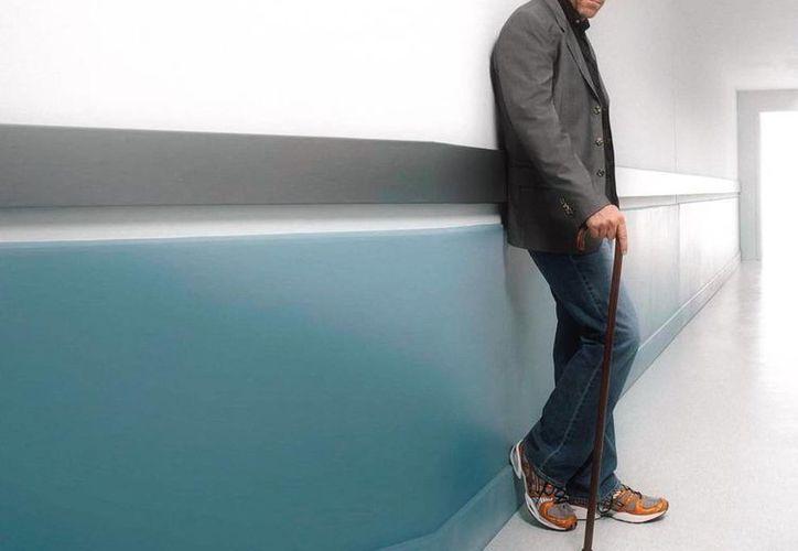 El actor británico Hugh Laurie regresa con nuevo proyecto 'The Night Manager' que se estrena el 22 de febrero por la cadena AMC. (Imagen tomada de elmundo.es)