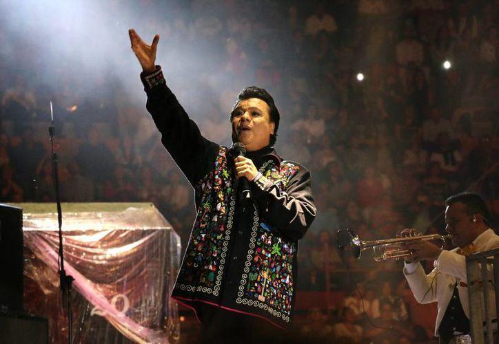 El nuevo material discográfico de Juan Gabriel ya disponible, y fue musicalizado por el director artístico Eduardo Magallanes. (Notimex)