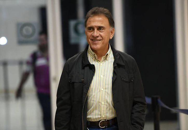 El gobernador Miguel Ángel Yunes aseguró que no busca endeudar más al estado. (facebook.com/MiguelAYunesLinares)