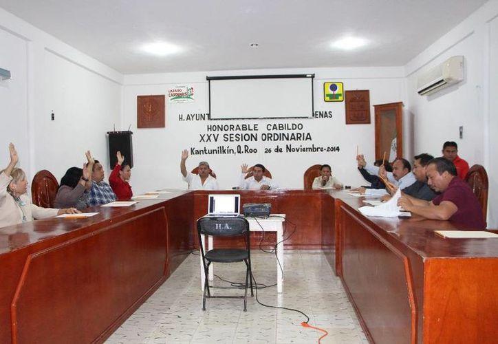 El Cabildo realizó ayer la vigésima quinta sesión ordinaria. (Raúl Balam/SIPSE)